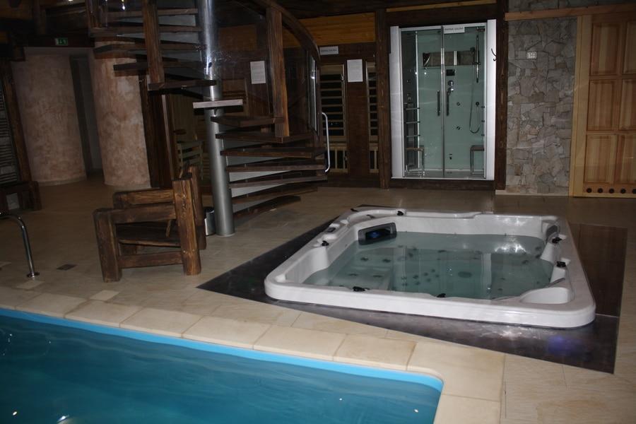 vírivá vaňa s parnou saunou vo wellness